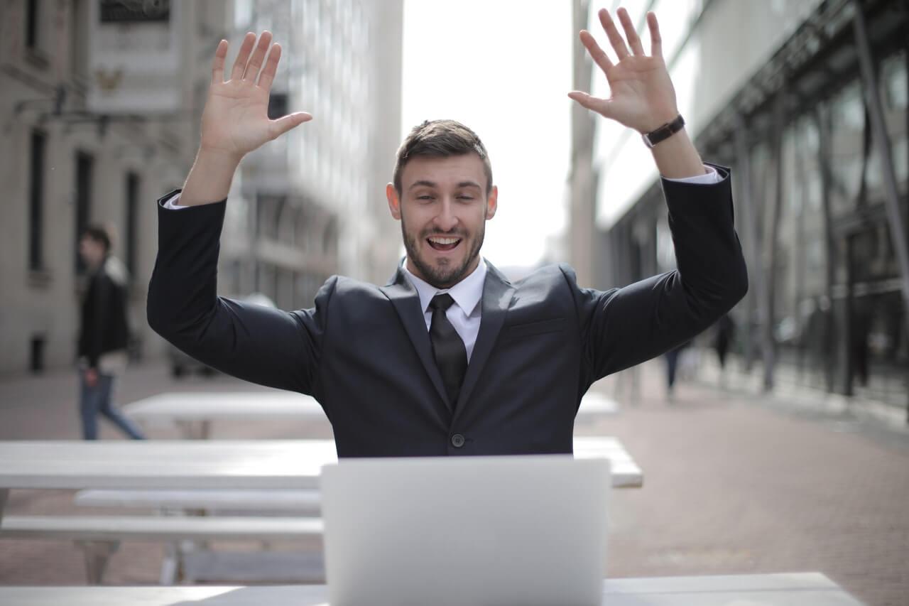 business-man-using-laptop